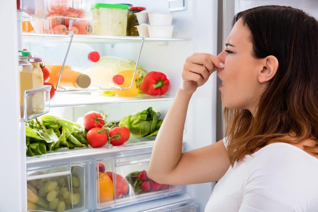 forhindre ubehagelig lukt i kjøleskapet