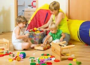 Oppbevaring av leker og bøker i barnerom