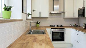 Hvordan vedlikeholde benkeplate av kjøkken